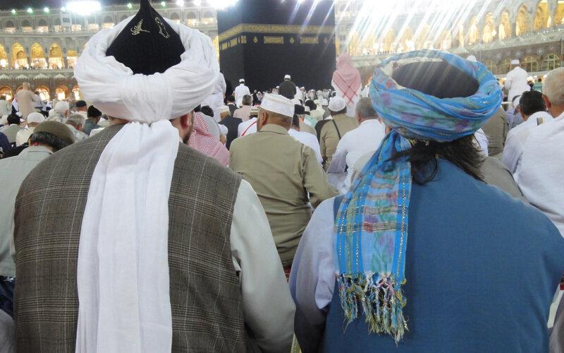 Sheik mit Turban von hinten