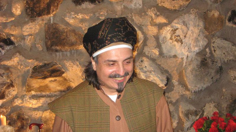 Sheik grinst
