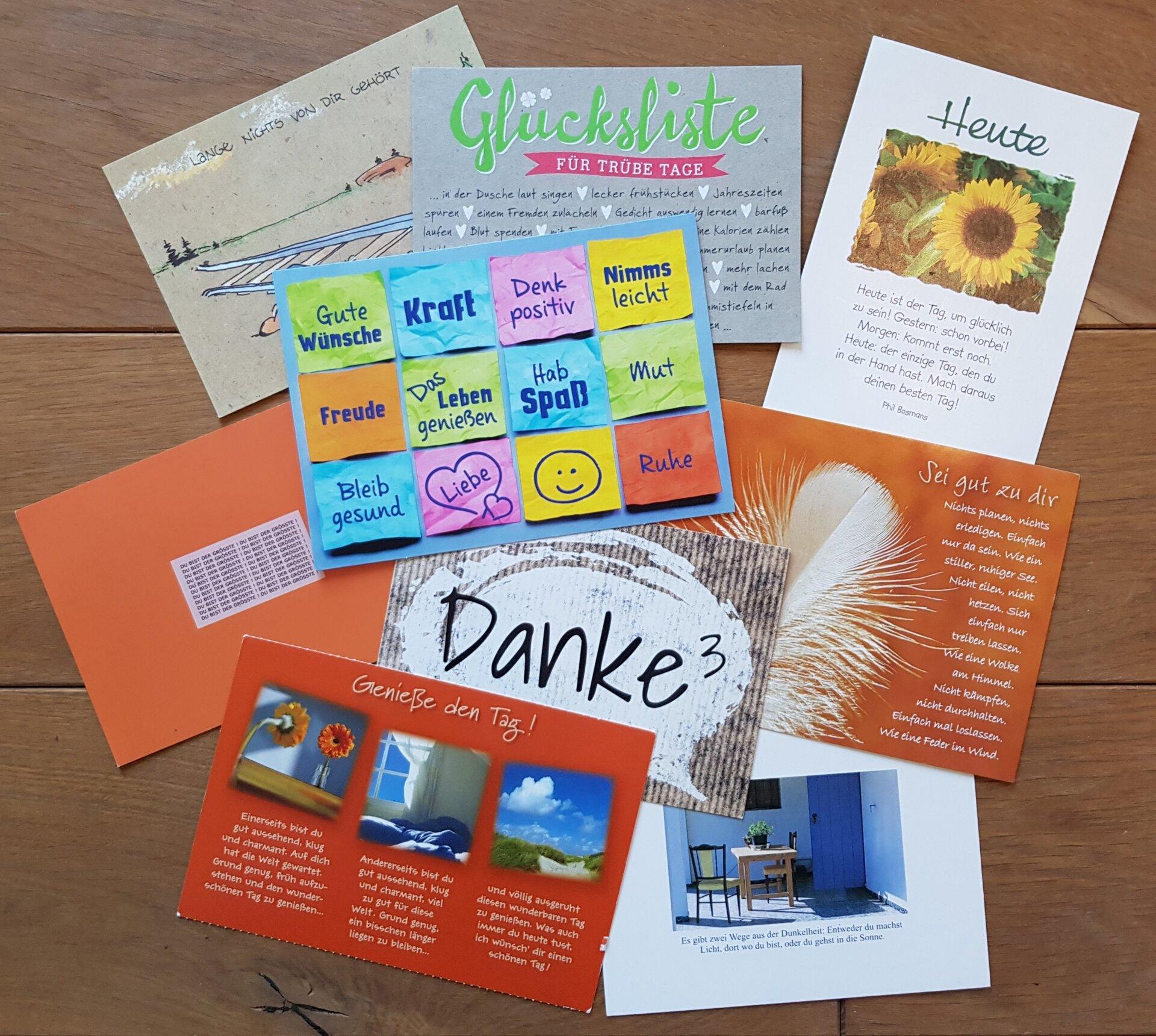 Bild zeigt verschiedene Postkarten