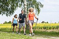 Nordic Walking ist ein zügiges Gehen mit Nordic Walking Stöcken. Mit dieser Sportart werden Muskeln gestärkt und Gelenke stabilisiert. Nordic Walking verbessert die Herzleistung und die Durchblutung. Mit diesem Sport können sanft und gezielt Kalorien verbrannt werden.   Nordic Walking ist ideal geeignet für :      Sportanfänger und Wiedereinsteiger      Patienten mit Erkrankungen des Bewegungsapparates      Übergewichtige      Patienten mit Herz-Kreislauferkrankungen      Patienten mit Diabetes      Sanfte Rehabilitation nach Sportverletzungen      Ausgleichstraining für Leistungssportler   Kursleitung : Carmen Hezemans, (Nordic Walking Instructor), Hein Hezemans, (Nordic Walking Instructor)