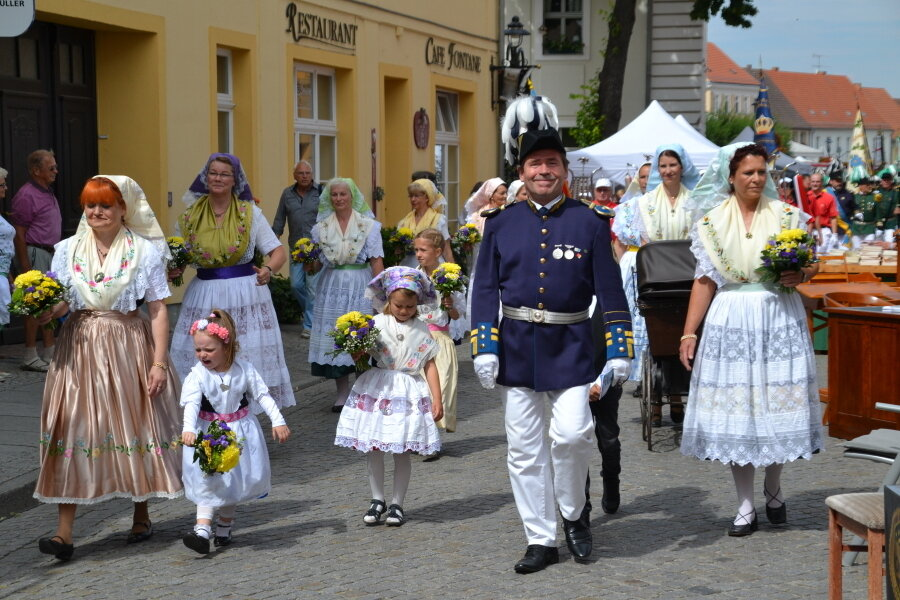 Niedersorbische Trachten beim Umzug zum Spreewald und Schützenfest 2019, Foto: Stadt Lübbenau/Spreewald