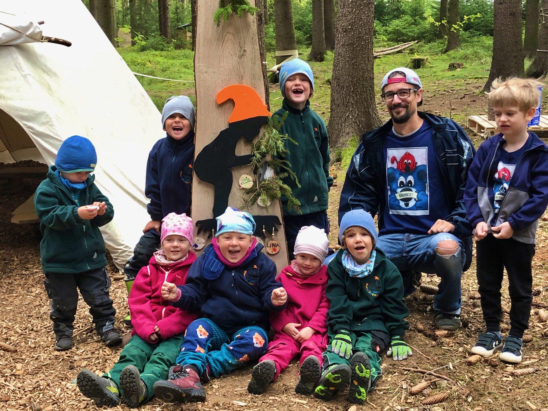 Vorlesung im Waldkindergarten