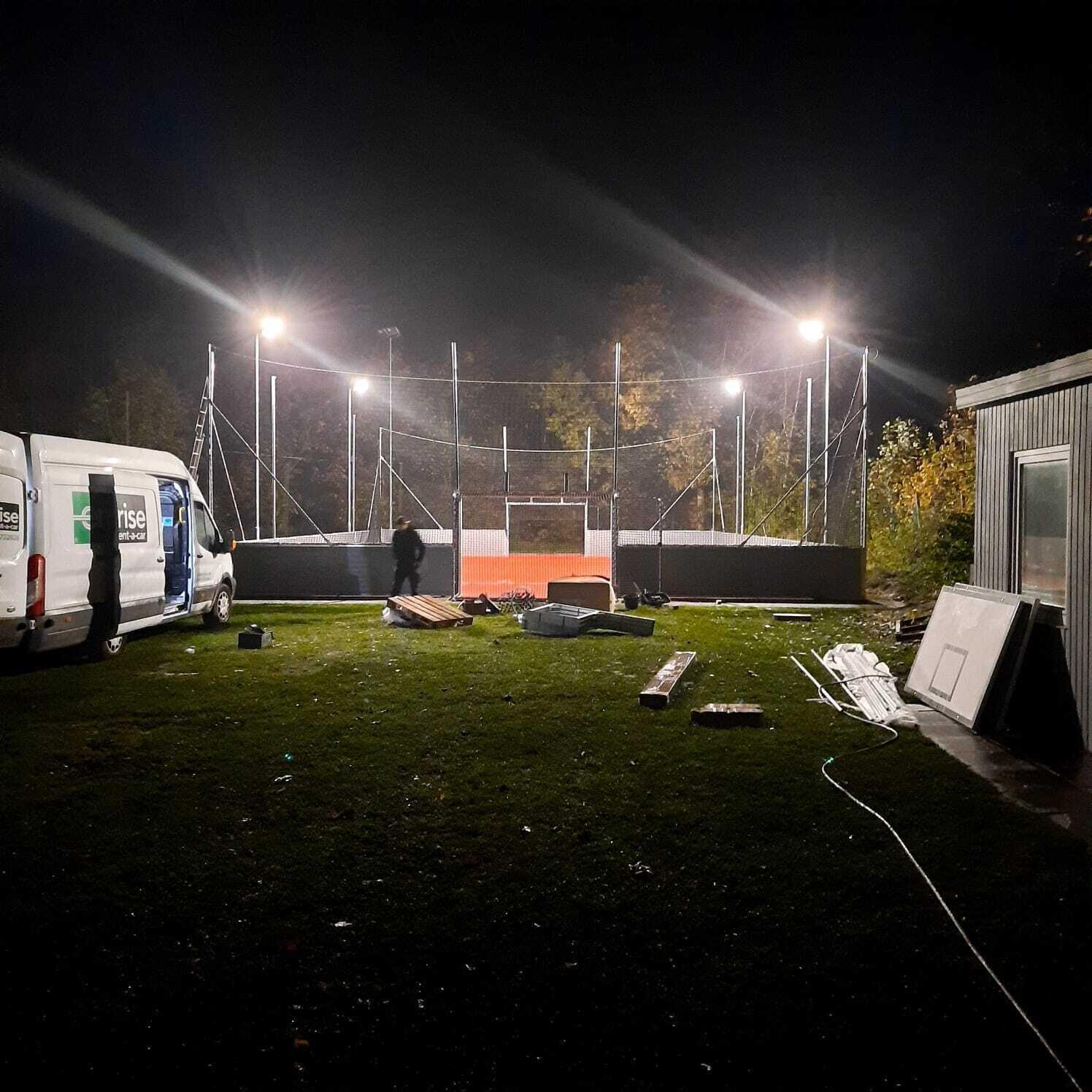 Soccer-Platz fast fertig - Lichttest