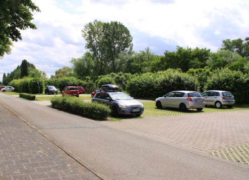 Foto: Stadt Maintal - Parkplatz am Mainufer
