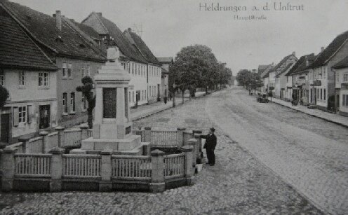 Kriegerdenkmal vor dem Rathaus