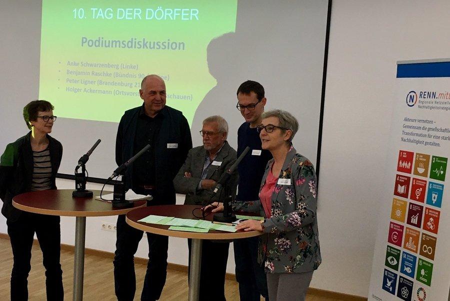Foto: M. Piek. Podiumsdiskussion zum 10. Tag der Dörfer