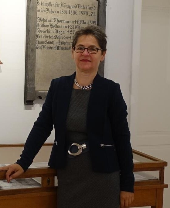 Kuratorin S. Müller-Pfeifruck