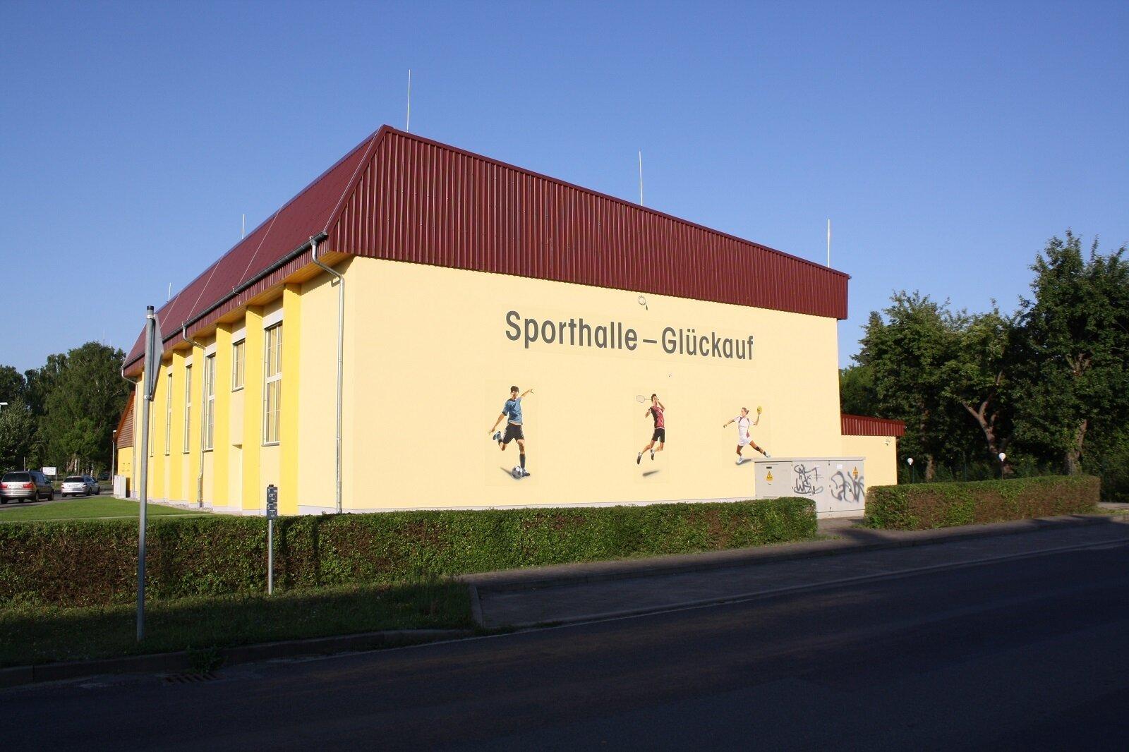Straßenansicht Sporthalle Tröbitz