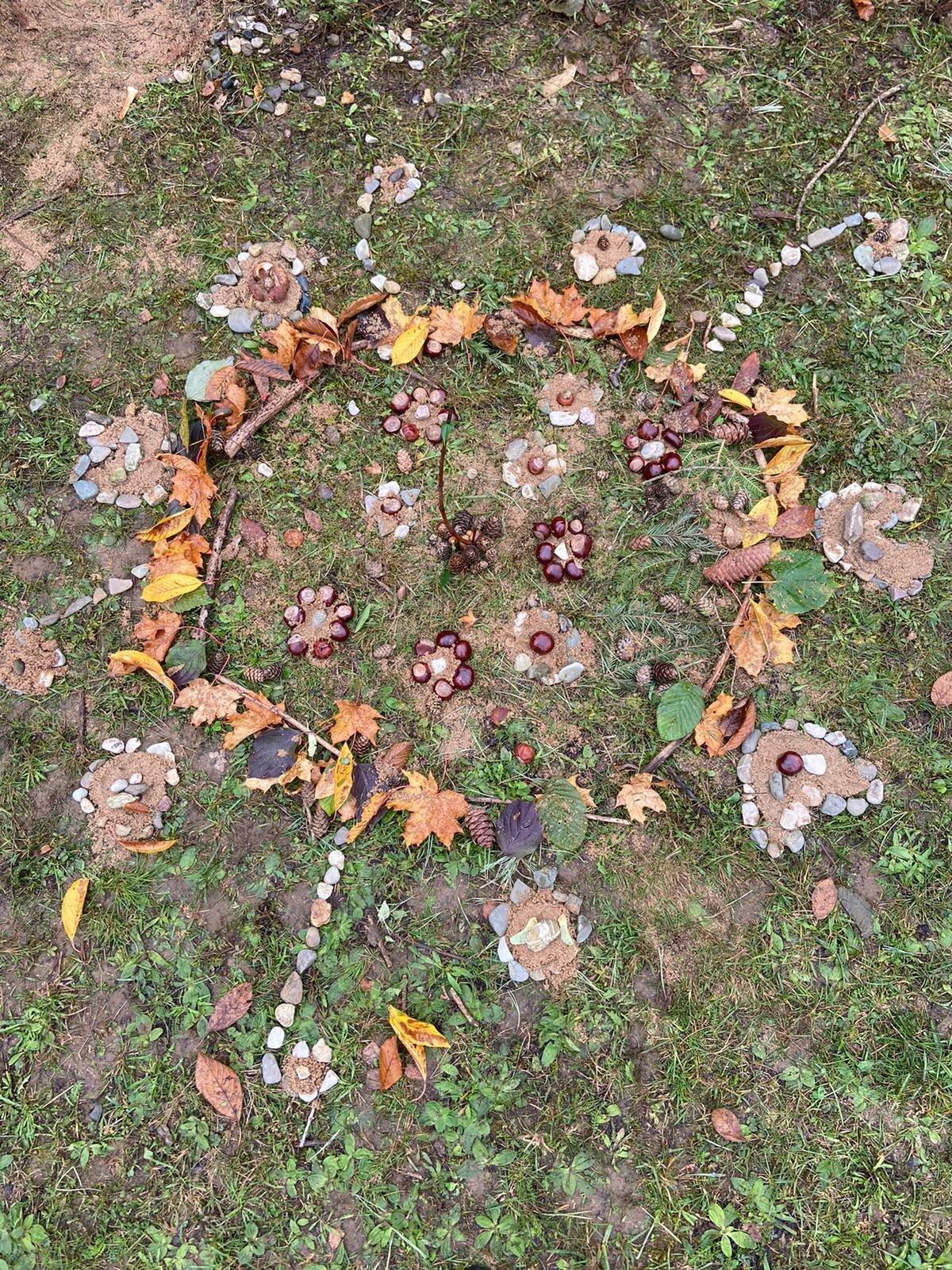 Herbstmandala_Gruppe_Nele_Lucy_Nils_Sarah