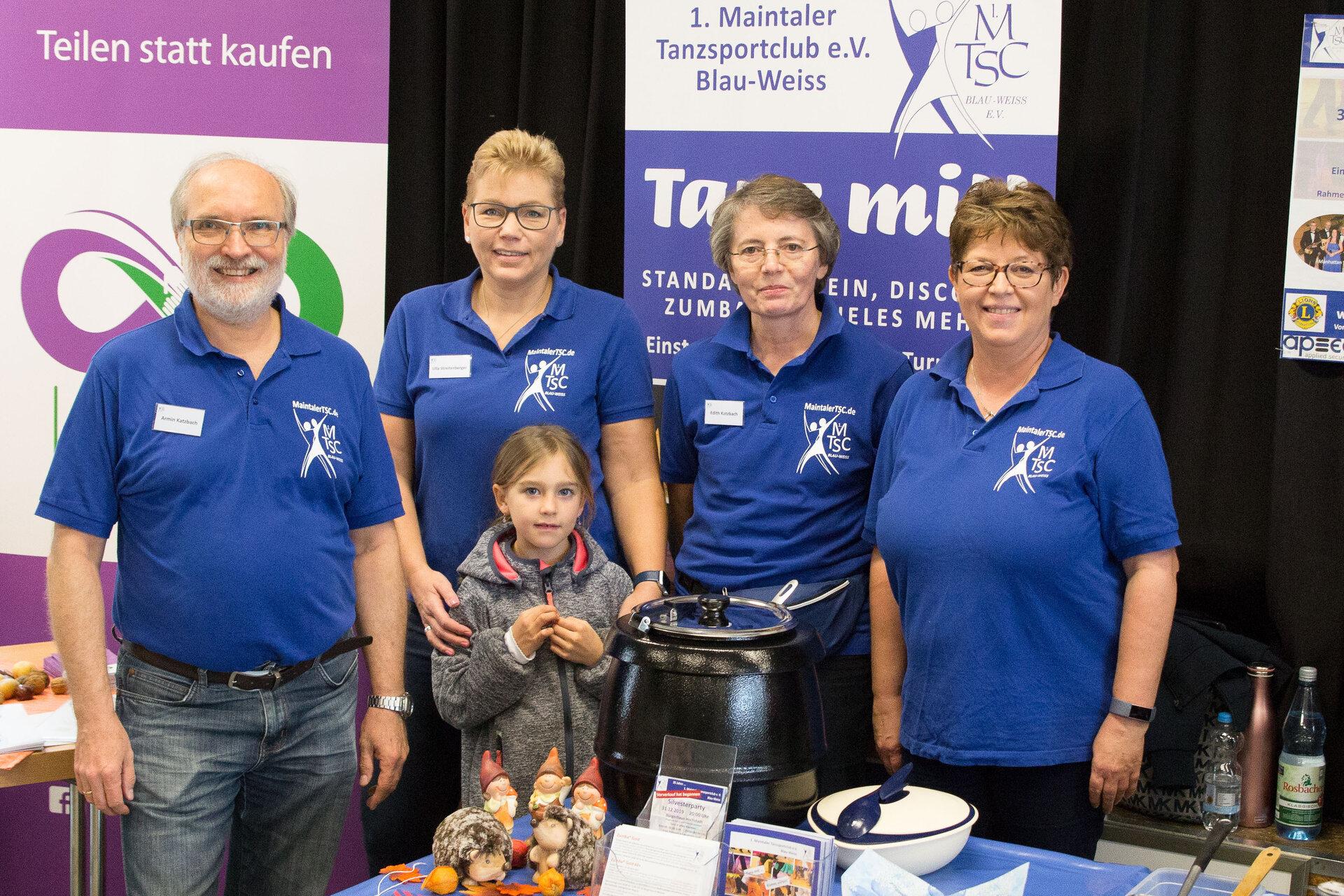 Bild zeigt das Team des 1. Maintaler Tanzsportclub e.V. Blau-Weiss
