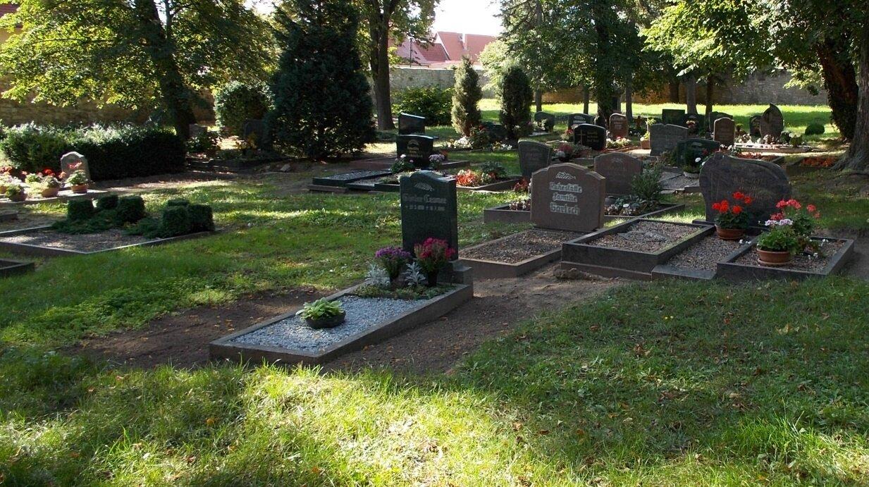 Erdbegräbnisstätten auf dem Friedhof Querfurt