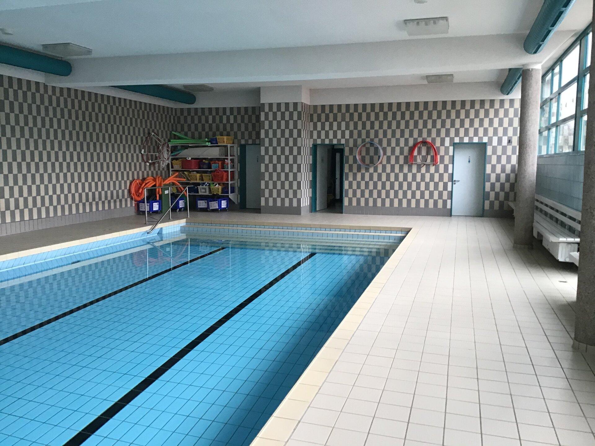 Schwimmbad2