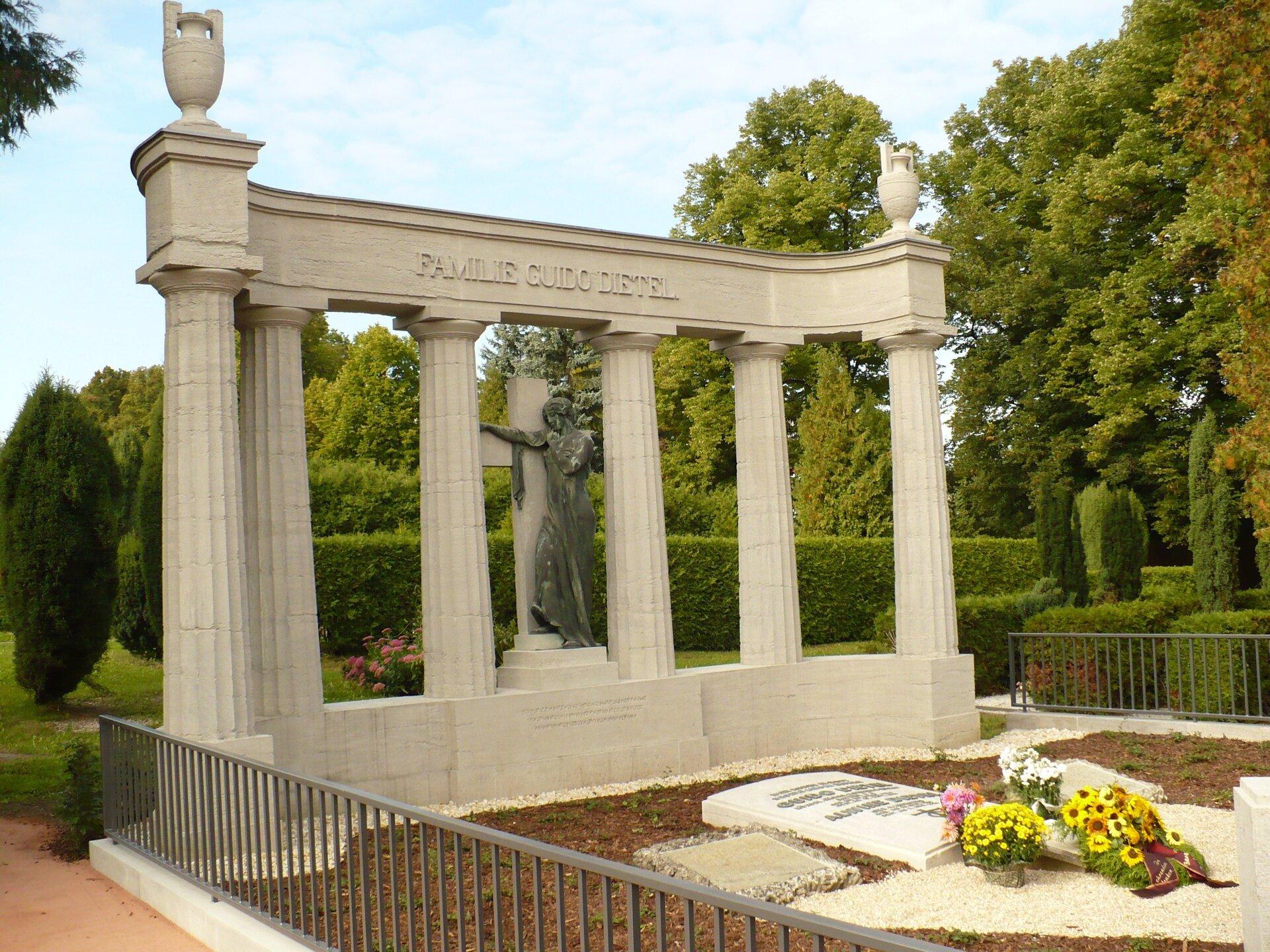 Familiengrab auf dem Michaelisfriedhof