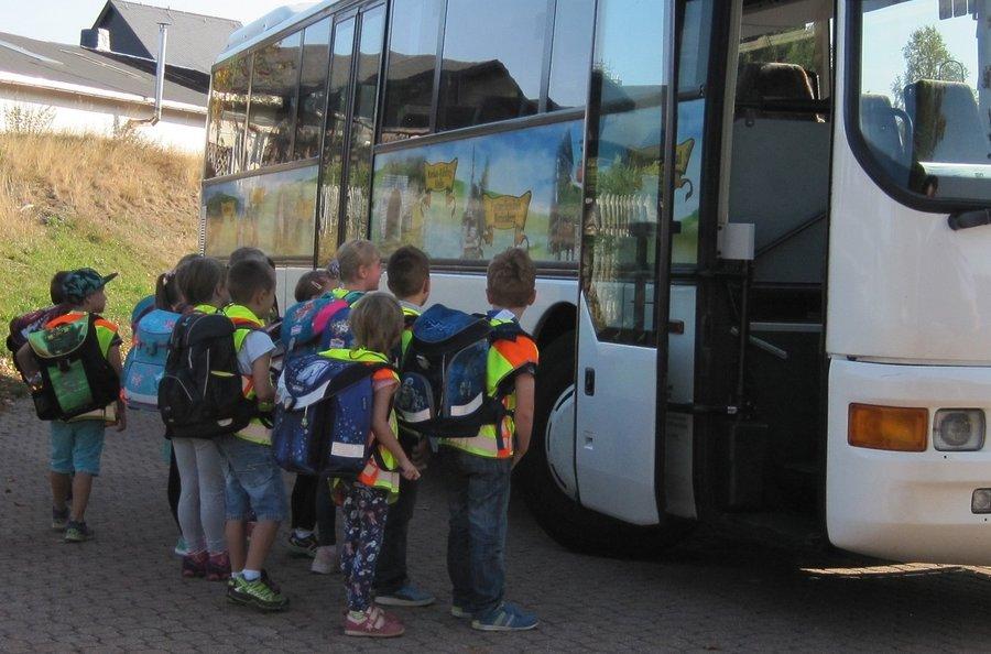 Busschule der Klassen 1