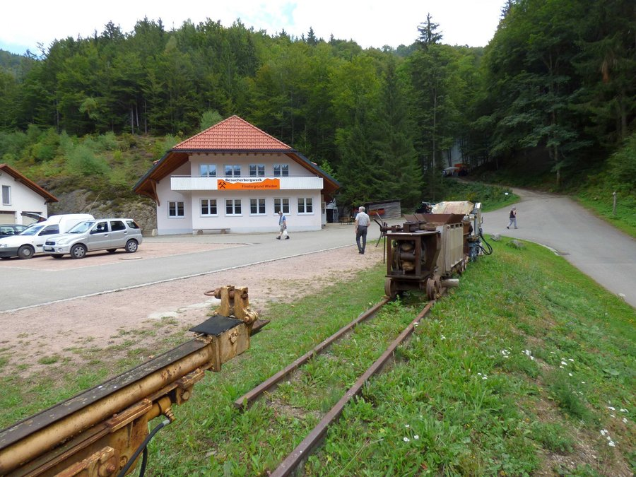 Zu sehen ist die Vorderansicht des Bergwerkstübles, in das OG soll das Bergbau-Infozentrum integriert werden. Bild: Dr. W. Werner