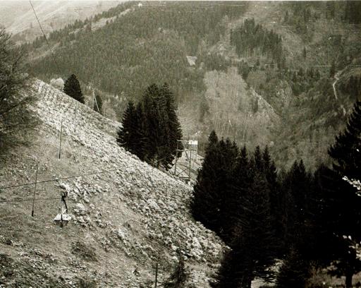 Die Kleinseilbahn von der Bergstation aus gesehen. Links unten ist ein Förderkorb gut zu erkennen. Bild: M. Wietzel