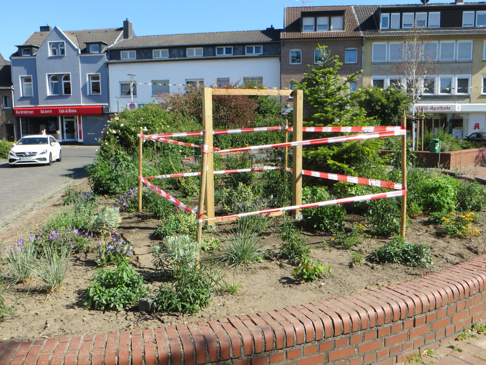 Dr.-Hans-Böckler-Platz Vorbereitung für das Insektenhotel