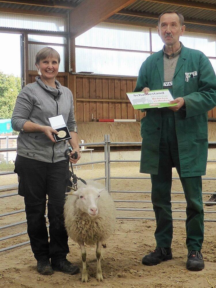 Auszeichnung mit Bronze-Medaille des Ministeriums für unsere Skudde als bestes Schaf