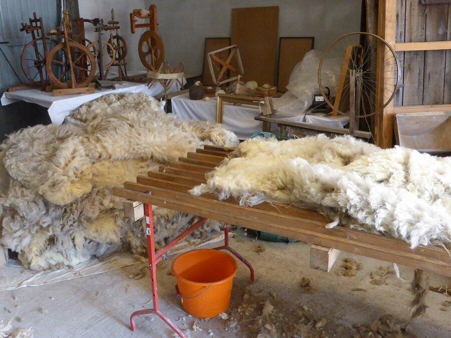 Lattenrost als Woll-Sortier-Tisch