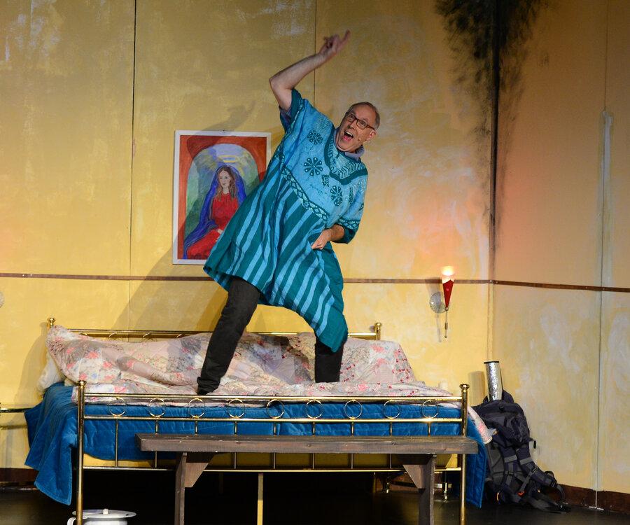 Tanz auf dem Bett: Hero Kruse