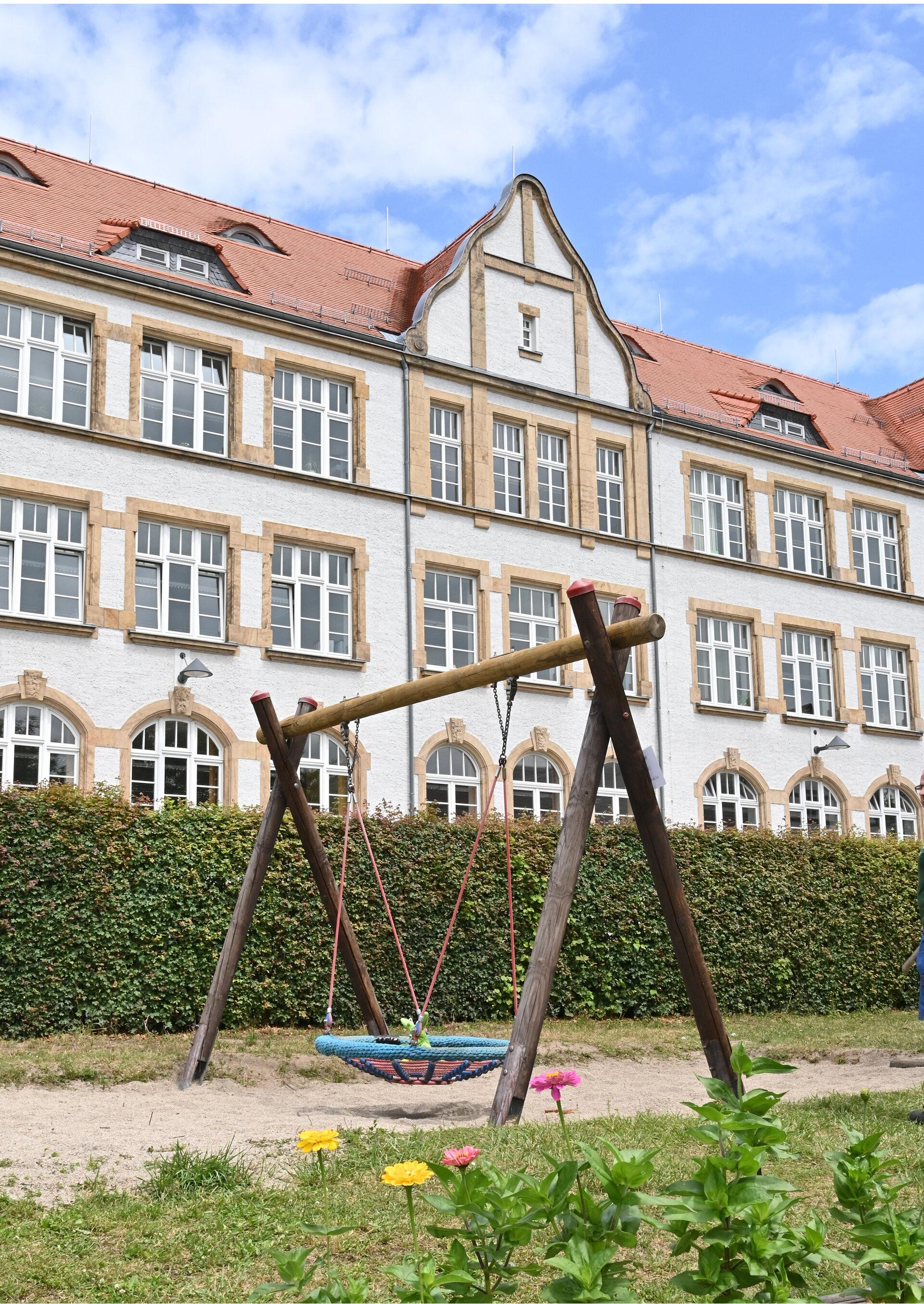 Schulgarten-Schaukel