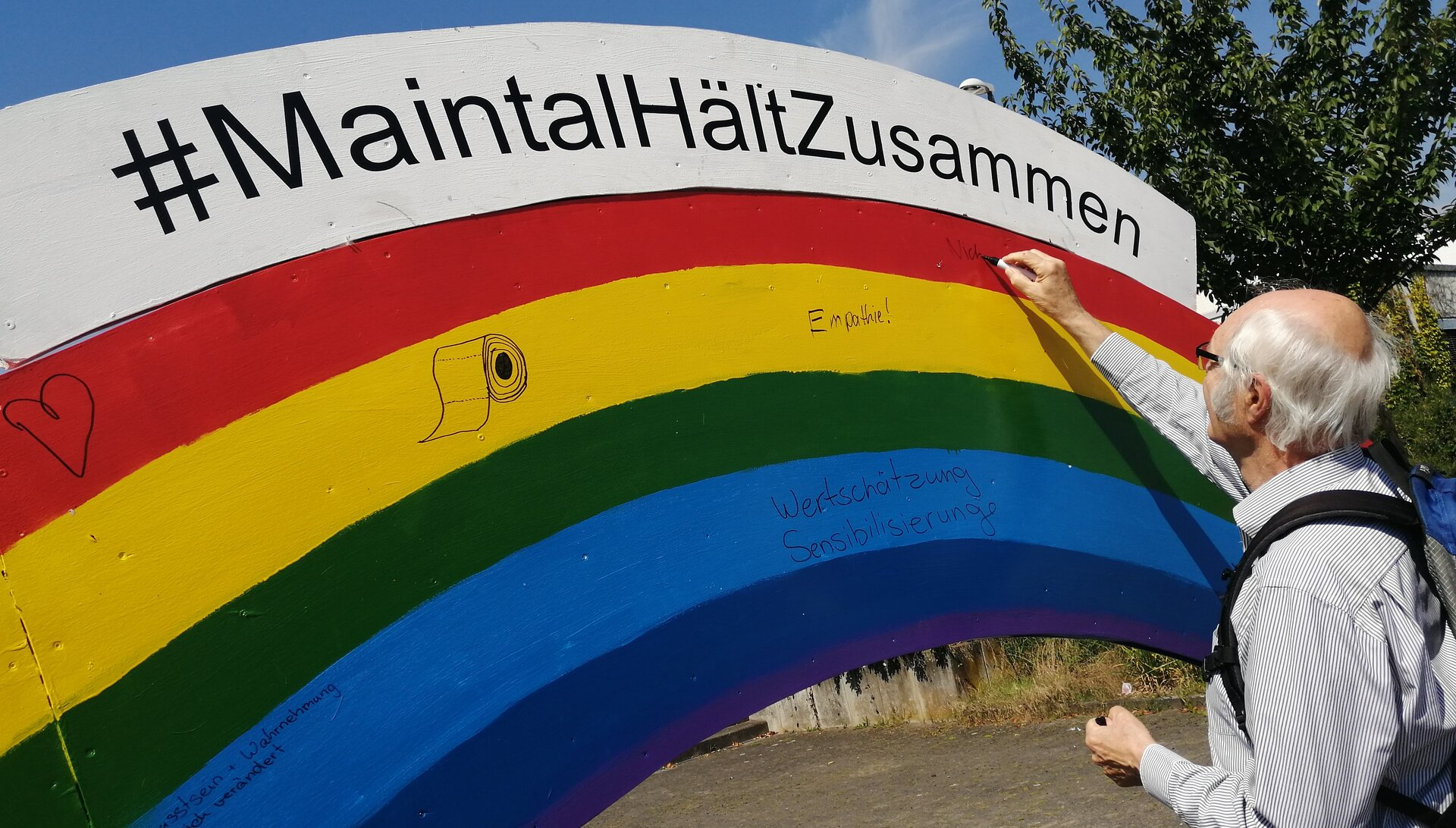 Bild zeigt Holzregenbogen; Maintal Aktiv - Freiwilligenagentur