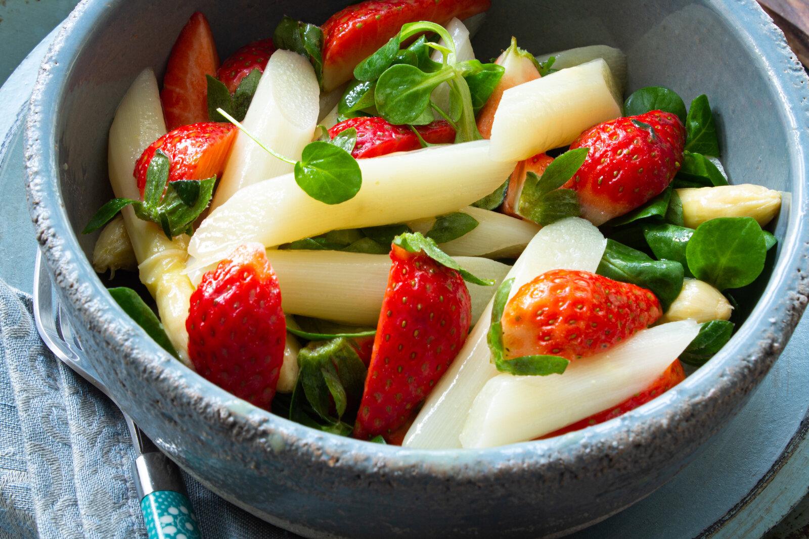 Spargel Erdbeeren Salat