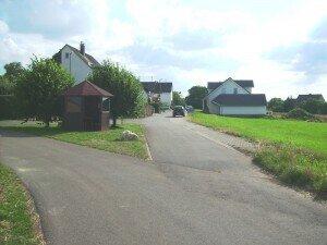 Ansicht aus Richtung Fahrradweg/Wirtschaftsweg Nord-Ost-Ansicht vom Grundstück 3,5,6