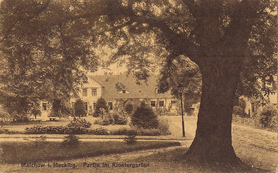 Damenplatz Klosteranlage Malchow