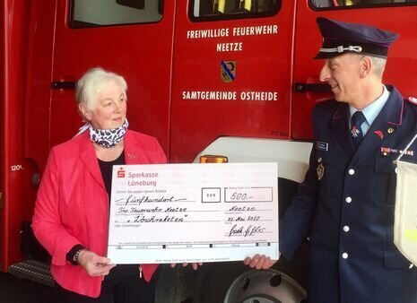 Spendenübergabe Feuerwehr Neetze
