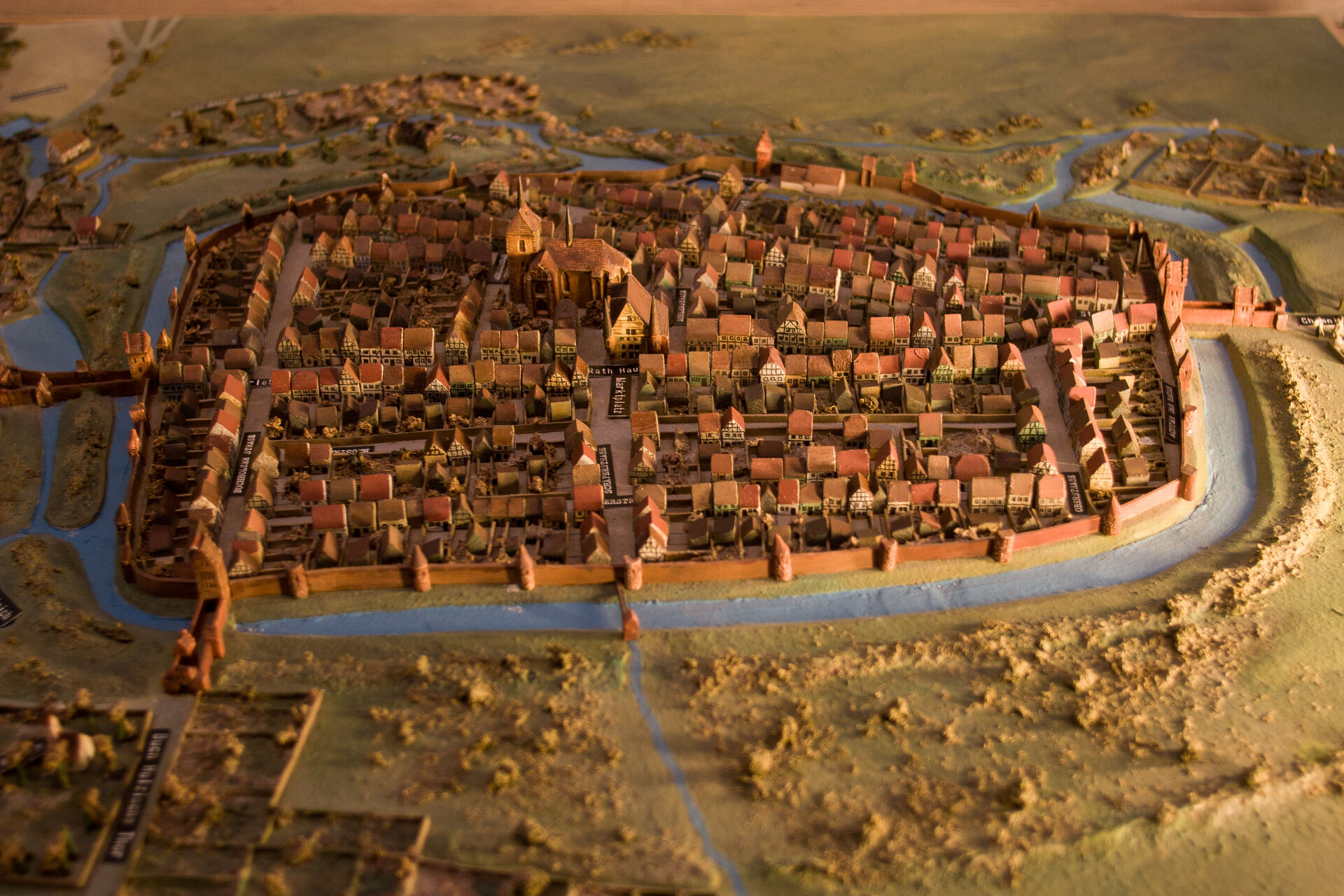 Das Modell der einstigen Stadt Pritzwalk entstand nach einem Stadtplan von 1727. Es steht heute in der Museumsfabrik. Foto: Lars Schladitz