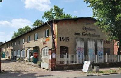privat < Außenansicht DDR-Geschichtsmuseum, Feldstraße