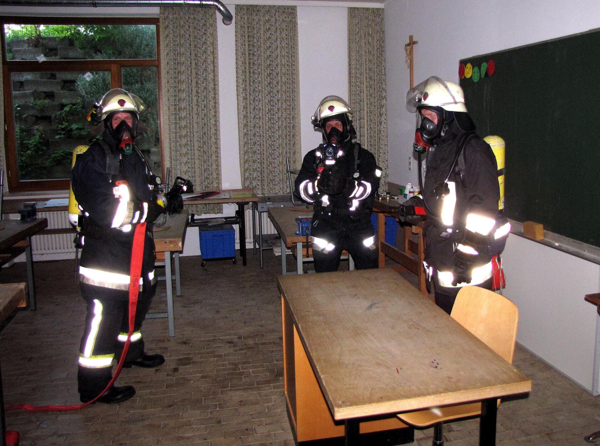 Atemschutzgeräteträger bei der Schulhausübung 2015