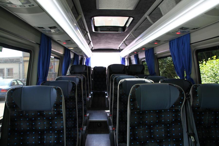 Angenehmer, heller Innenraum für kleine Gruppen und große Fahrten