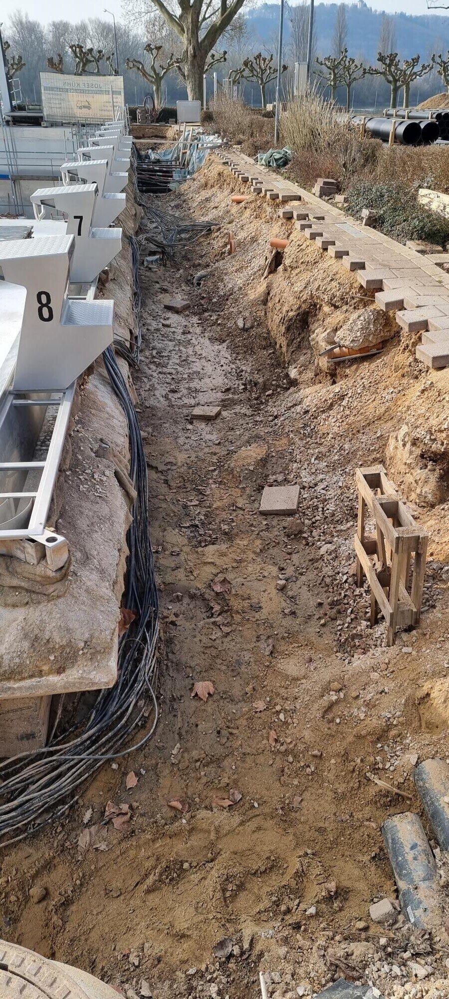Arbeiten im Grabenbereich bei den Startblöcken