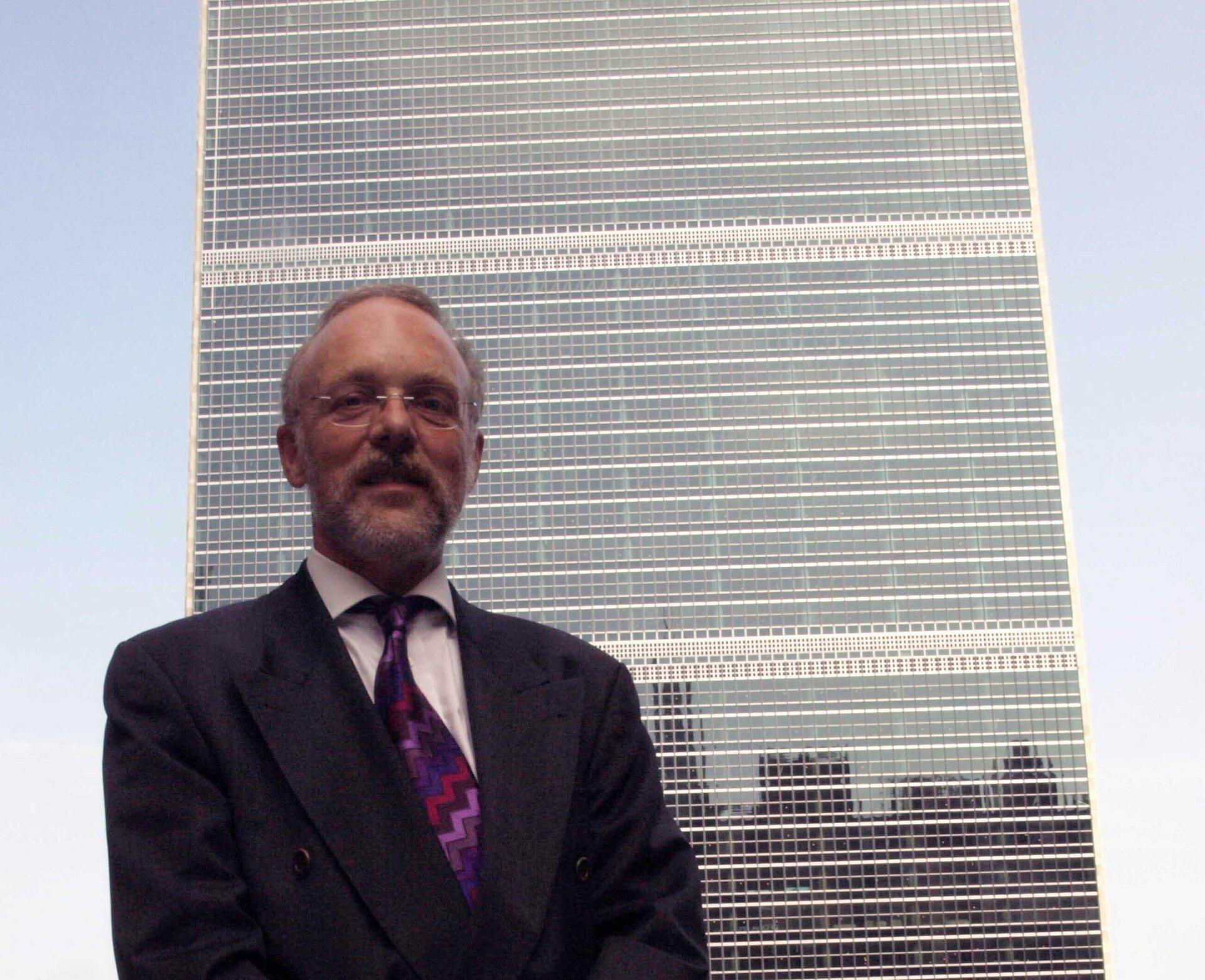 Franz Baumann vor dem UN-Gebäude in New York