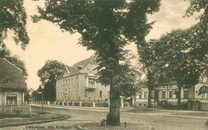 Das Bild zeigt das Falkenseer Rathaus um 1918.