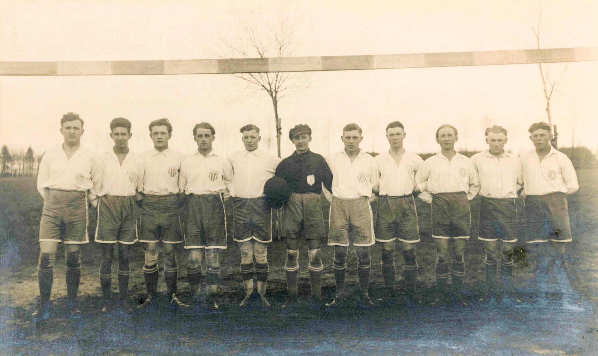 Vor dem Anpfiff: Pritzwalker Fußballmannschaft, Aufnahme von 1930. Quelle: Museum Pritzwalk