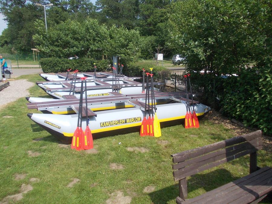 Selbstbau-Flösse aufder Recknitz -marlower Kanu- & Bootsverleih