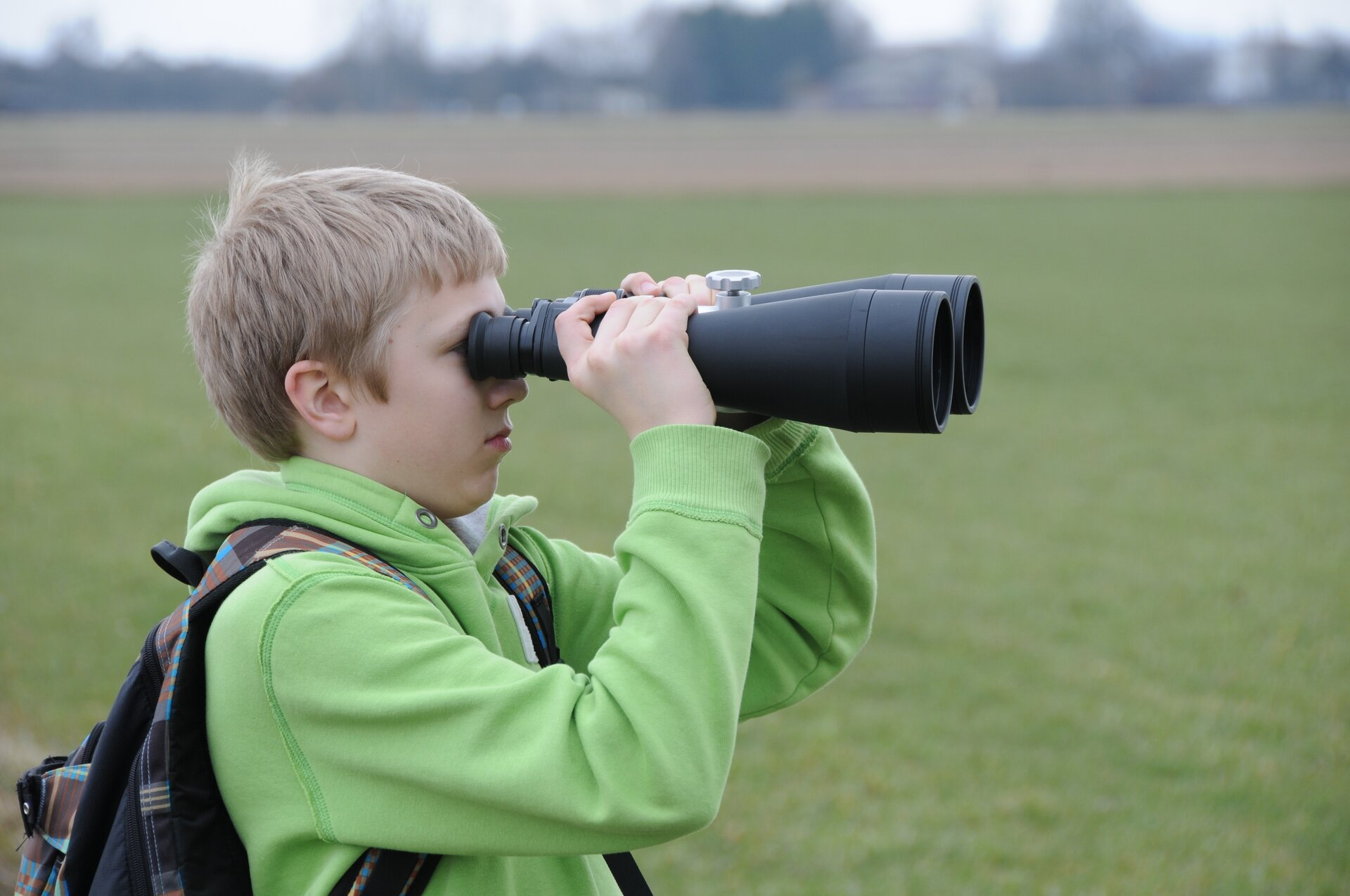 binoculars-485855