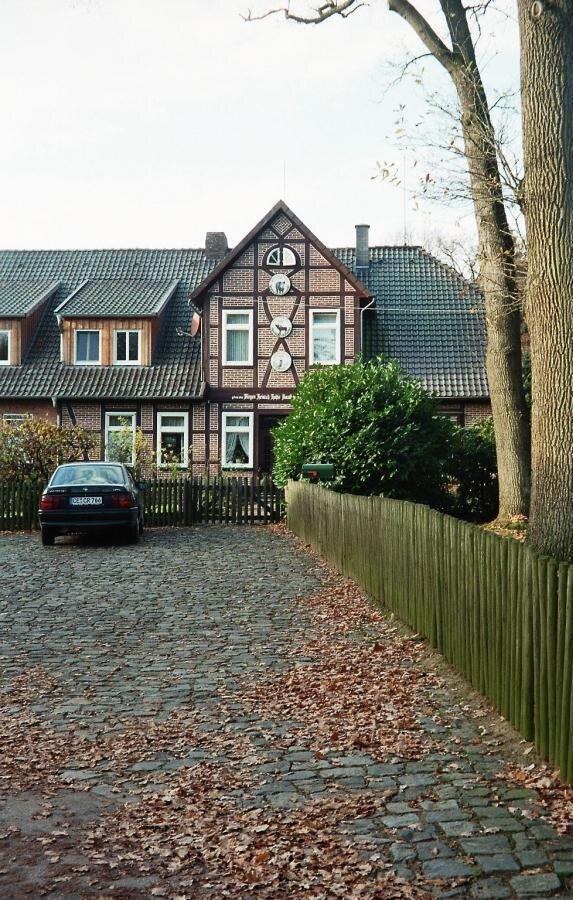 Wohnraum über Wirtschaftsteil - ein Vergleich II