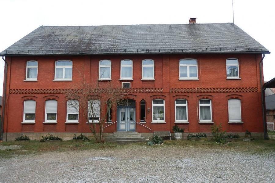 Der Westgiebel des ehemaligen Brunsteiner Amtshauses in seiner derzeitigen Gesamterscheinung (Bestandsfoto 11.06.2011)