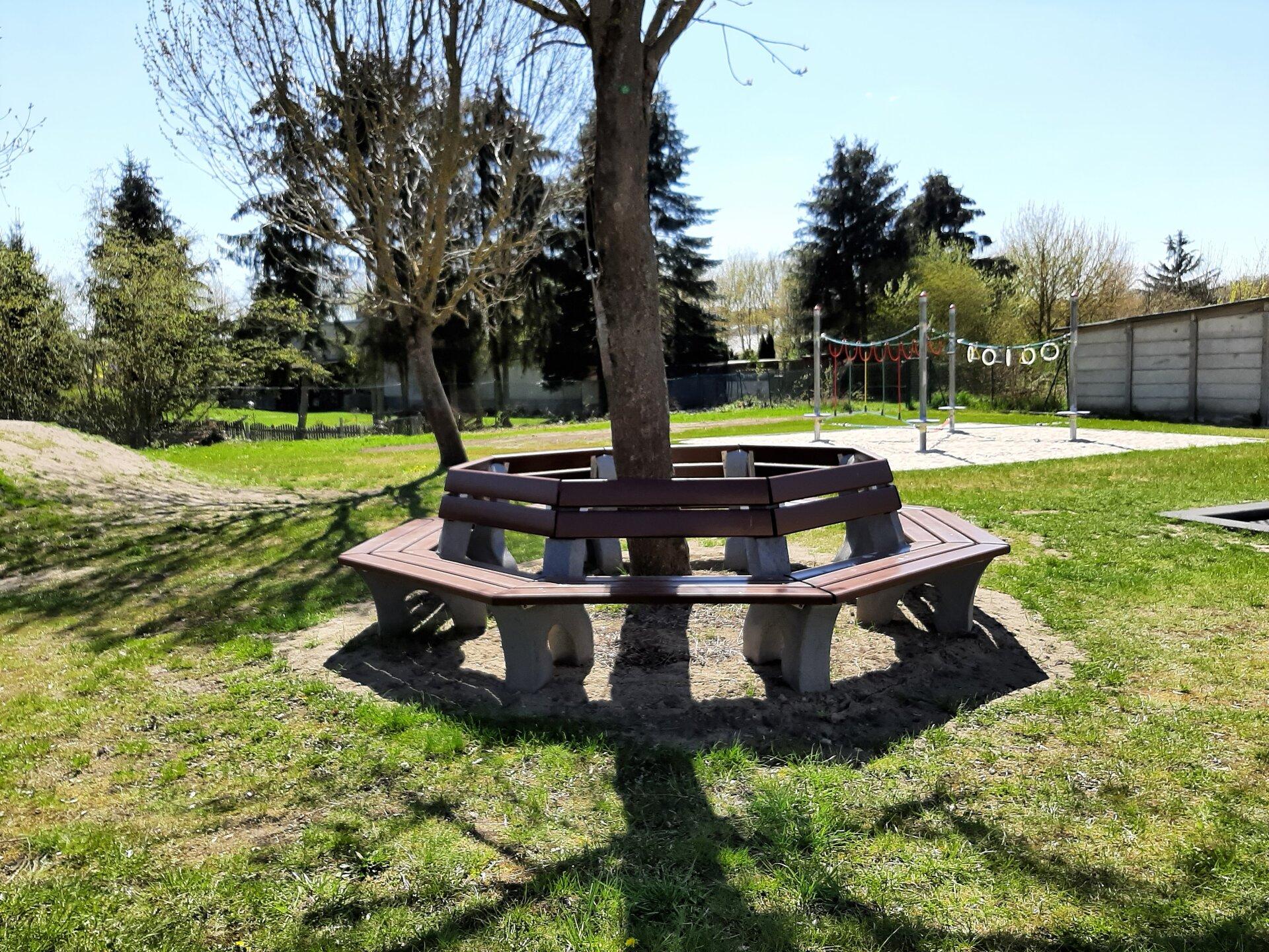 Sitzbank im Garten der Kita Rappelkiste
