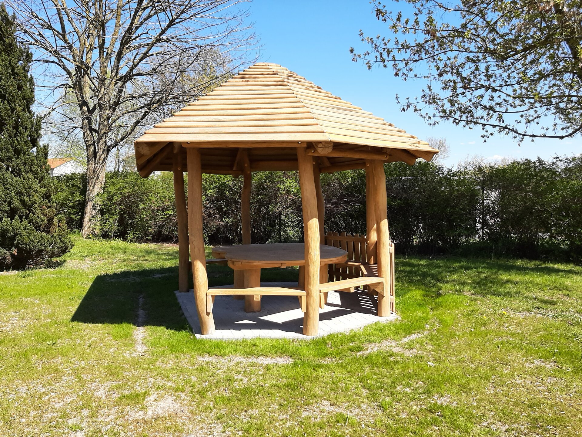 Holzpavillon in der Kita Rappelkiste