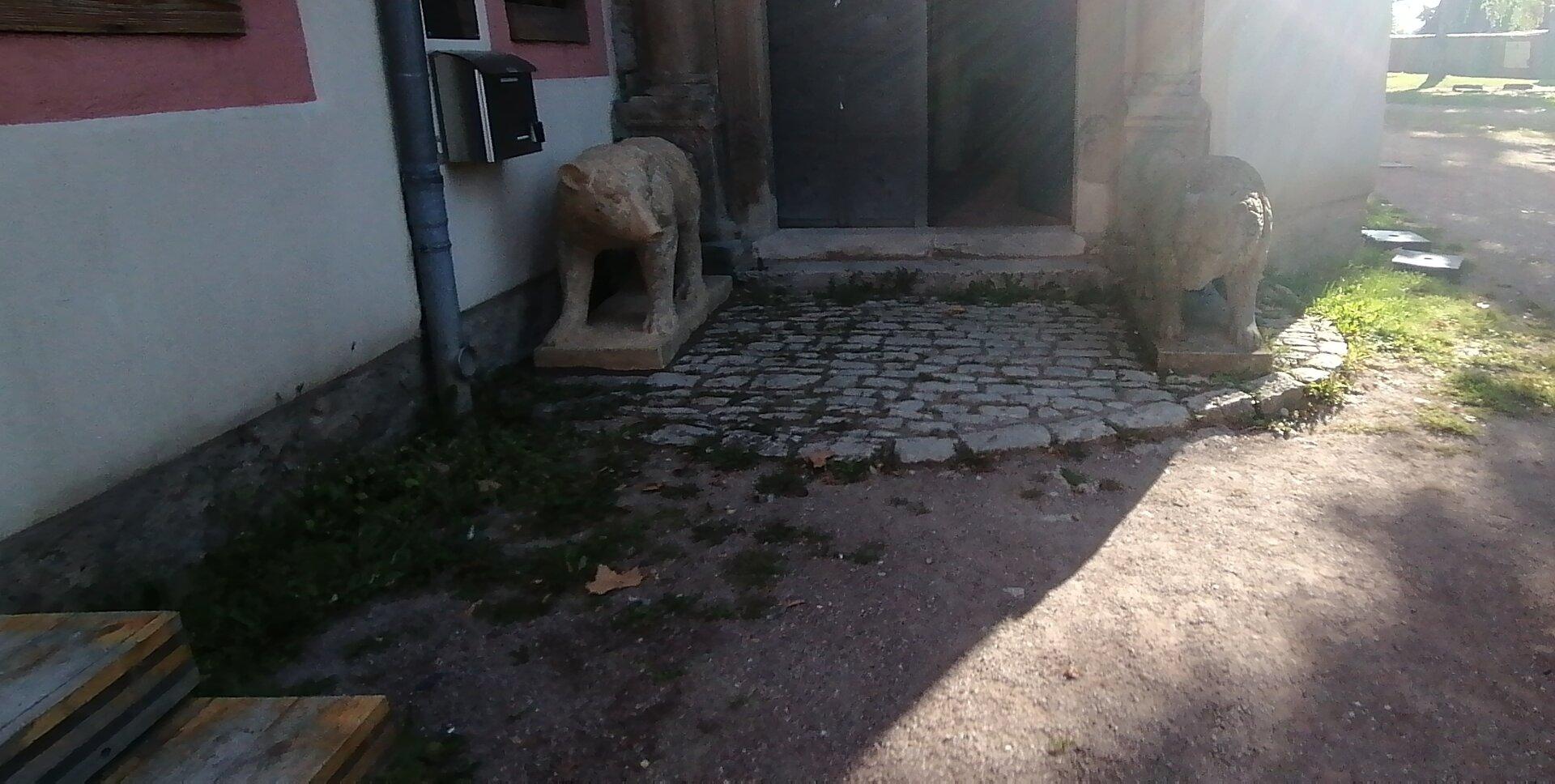 zweiter Bär wieder am Eingang
