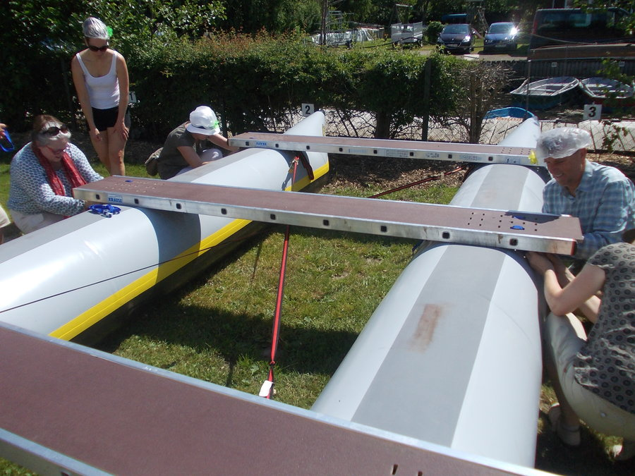 Selbstbau Floß auf der Recknitz - Marlower Kanu- u. Bootsverleih