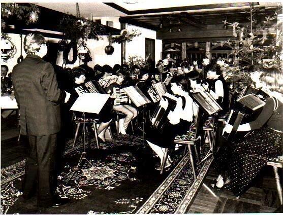 Bild: Orchester mit Dirigent Werner Seeger (1985)