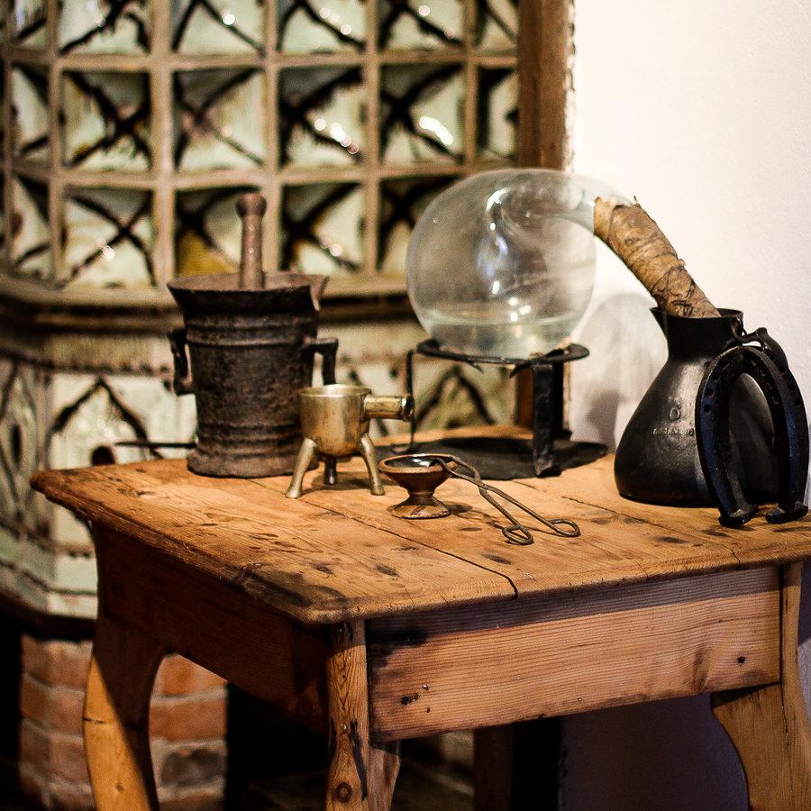 Im Alchemistenlabor_Schloss und Festung Senftenberg Foto- Museum OSL