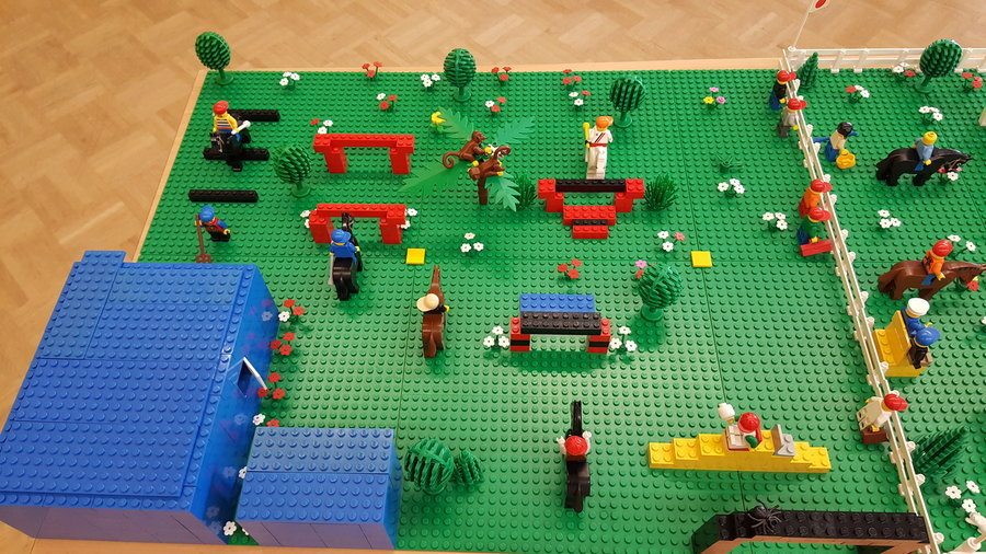 Pferdehof - eines von vielen Kunstwerken am Lego-Tag.