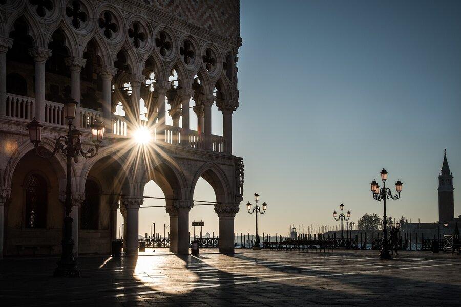 Bild zeigt ein Gebäude in Venedig in Italien; Foto: Pixabay
